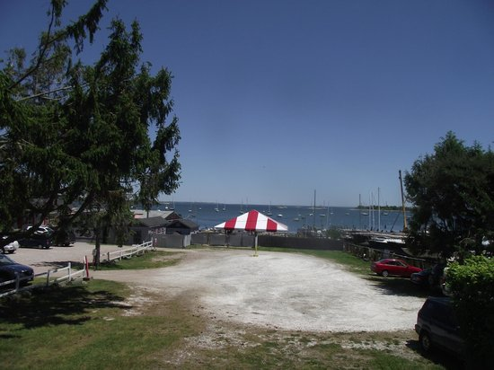 Abbott's Lobster In The Rough: view from parking lot