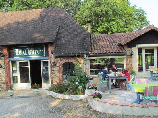 Le Claux Hotel Restaurant: Terras