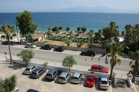 Xylokastro Beach Hotel : View from the 3rd floor, from a room (312) facing the beach bar.