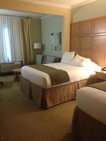 Holiday Inn Express Hotel & Suites: Room/Suite: 2 Double bed w/ pull out sofa