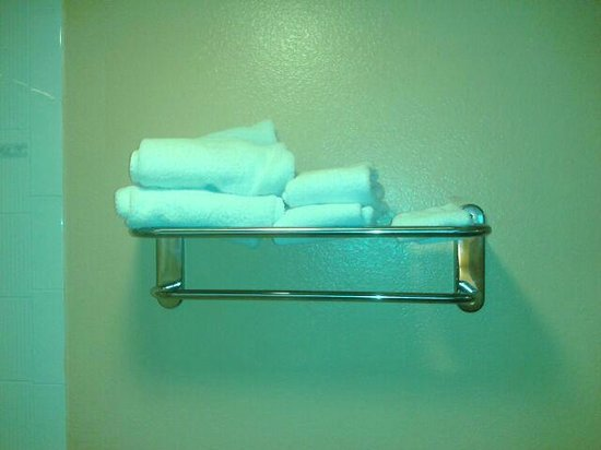 Best Western Courtesy Inn: This is the total amount of towels you get.