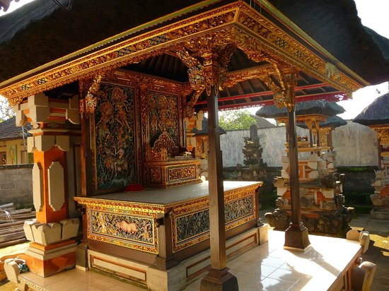 Dewi Antara Homestay: Family Temple at Dewi Antara