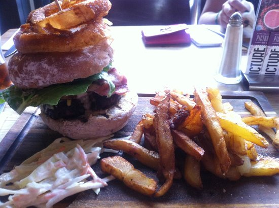 Picture House Bar & Kitchen: House Burger