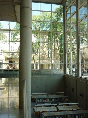 Carré d'Art/Musée d'art contemporain : Een onderschrift toevoegen