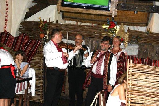 Shynok: Folk musicians