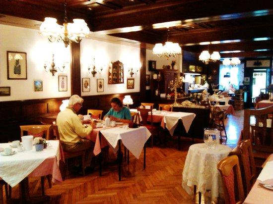 Hotel-Landgasthof zum Adler: restaurante y sala de desayunos