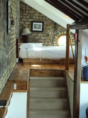 Bastion B&B: Single-bed area of loft room