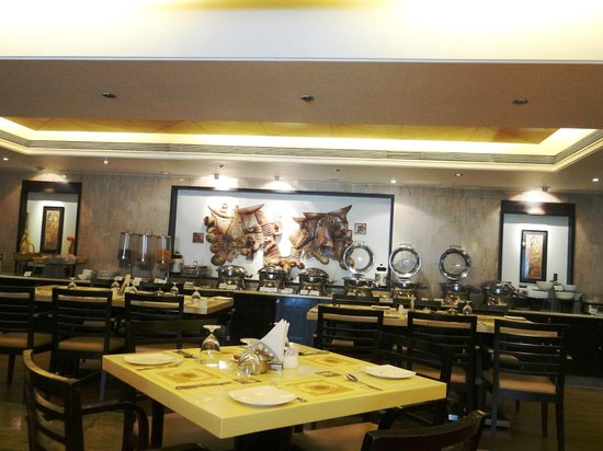 Goldfinch Hotel Bangalore - breakfast room