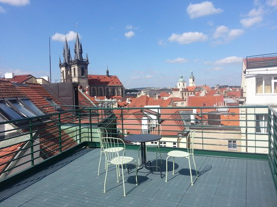 Hotel Leon D'Oro: Rooftop view of Prague