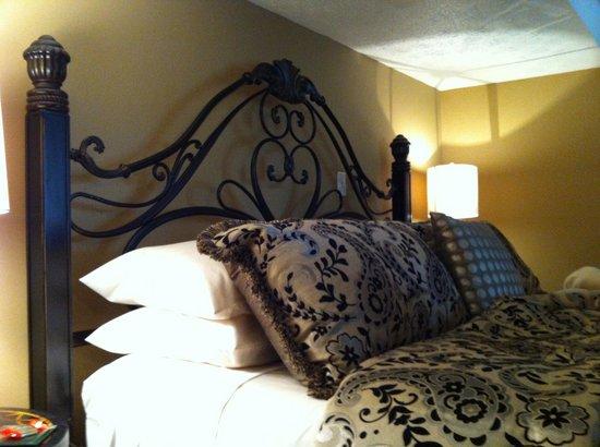 Red Bud Manor: Cushy bed