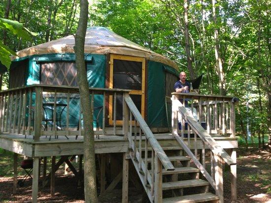 Harmony Hill Lodging & Retreat Center: Green Yurt at Harmony Hill