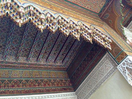 Riad Dar Zaya: beautiful old carvings