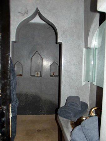 Riad Alboraq : Salle de Bain de la Chambre Grise