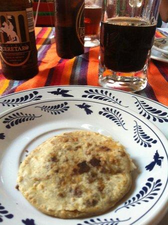 Restaurante Fin de Siglo: Gordita entrada cortesía de la casa