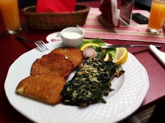 Kapiodoro Restaurant: Okoń z grilla z plackami ziemniaczanymi :)
