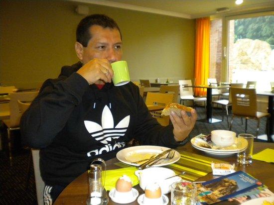 Ibis Styles Meeting Center Louvain la Neuve : Desayunando a mas no poder...