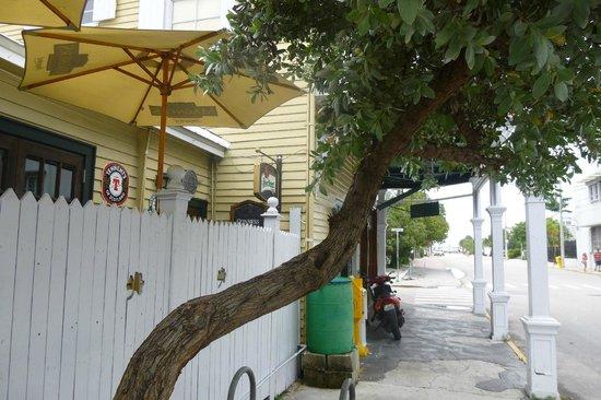 Finnegan's Wake Irish Pub: outside the pub