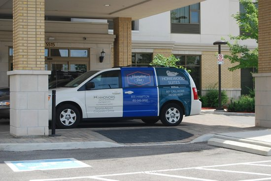 Hampton Inn by Hilton Toronto Airport Corporate Centre: Small hotel Shuttle