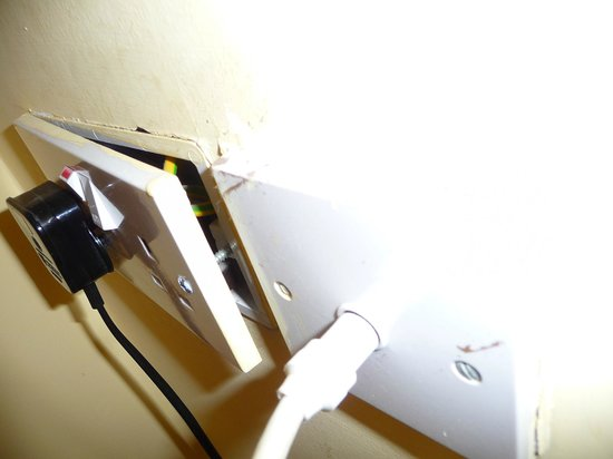 Donnybrook Lodge: Electrical exposed