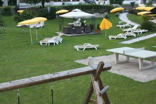 Hotel Maximilian: giardino posteriore