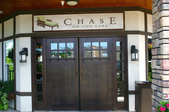 Chase on the Lake: Entrance
