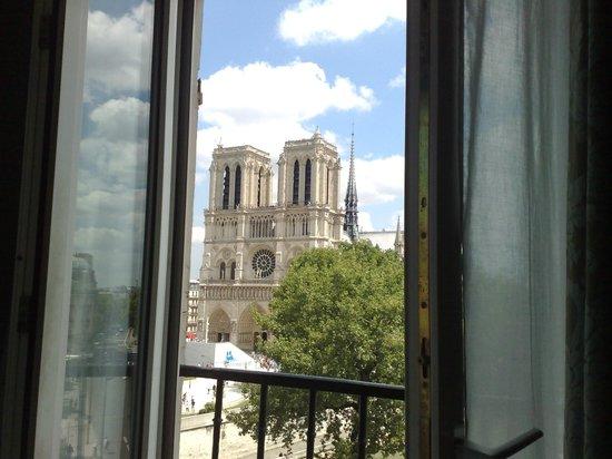 Hotel le Notre Dame: Te asomas a la ventana y ves esto