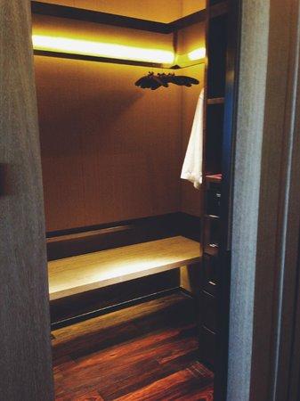 Grand Hyatt Shenyang: GRAND KING - walk in closet