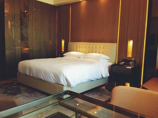Grand Hyatt Shenyang: GRAND KING - Bed area