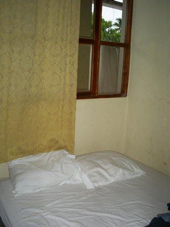 Hospedaje Don Wilfredo : Habitaciones pequeñas con ventilador de piso o A/C