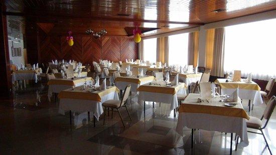 Hotel Alisios Bar zum Essen gedeckt