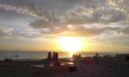 Gulf Beach Resort Motel : Sunset on beach at motel