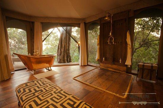 Great Plains Conservation Mara Plains Camp: Mara Plains Camp - Guest en-suite bathroom