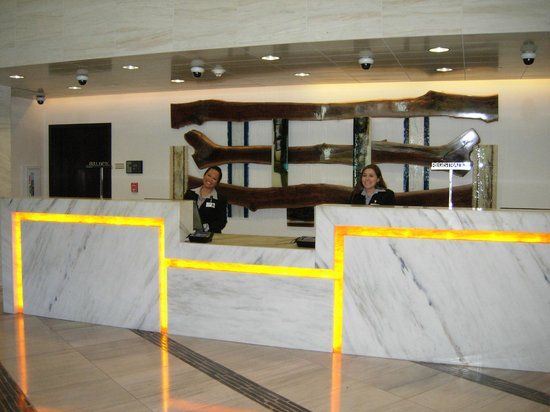 Viejas Casino & Resort: Front Desk