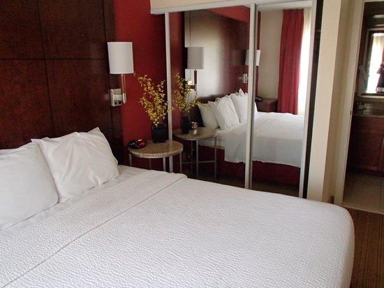 Residence Inn Huntington Beach Fountain Valley: First bedroom.