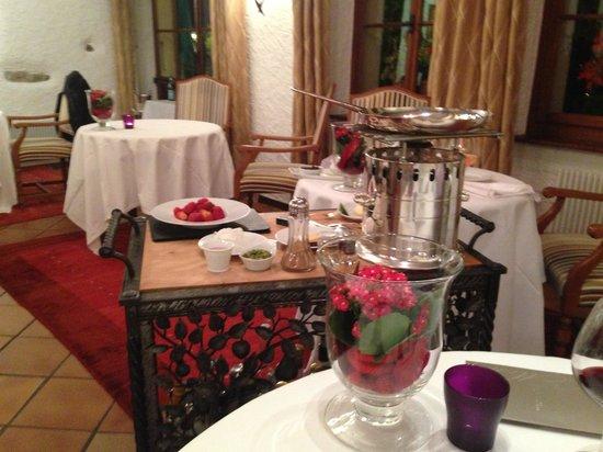 Domaine de Chateauvieux: Le 2ème dessert préparé devant nous