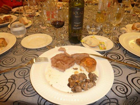 Hotel Beatriz Toledo Auditorium & Spa: La mesa està servidaaa...!!