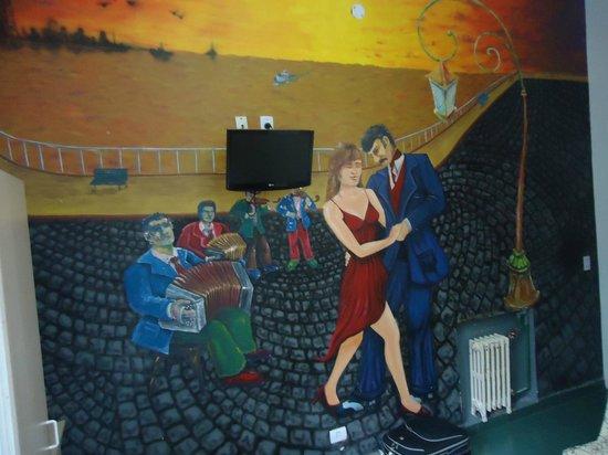 Ayres Portenos Tango Suites: parede do quarto
