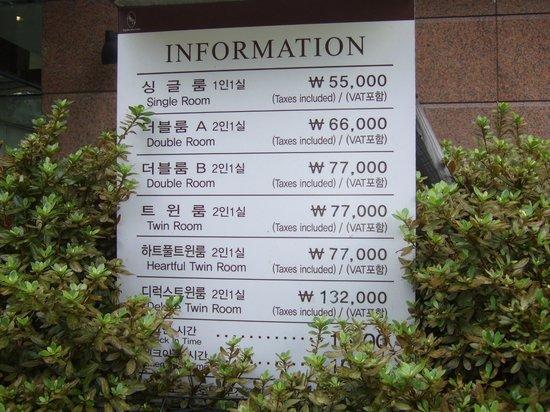 Toyoko Inn Busan Station 2 : 入り口の料金表示