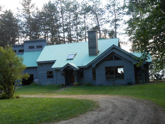 Red Pines Bed & Breakfast: B & B
