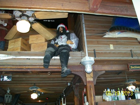 Tickles Dockside Pub : watch out for pirates