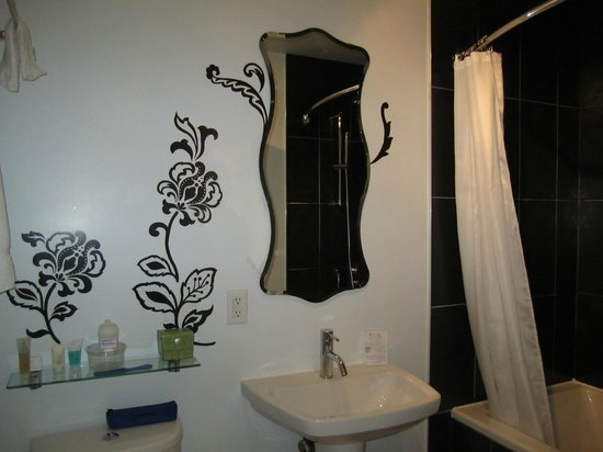 Manoir Becancourt: Salle de bain au goût du jour