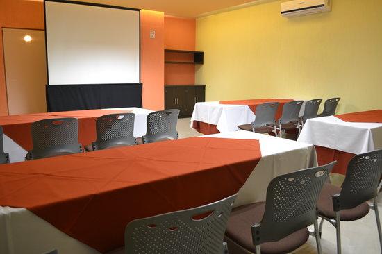 Hostalia Hotel Expo & Business Class: Salon Arcos Montaje Escuela