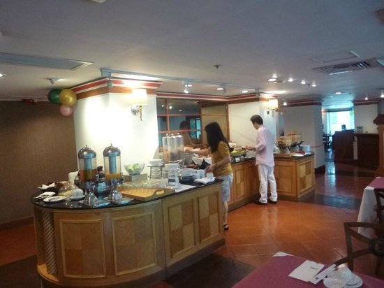 Hotel Sintra: Buffet breakfast at Sintra Restaurant