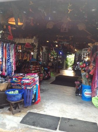 New Hut Bungalows: Shop for buying souvenirs.