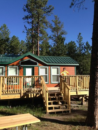 Mount Rushmore KOA at Palmer Gulch Resort : Deluxe cabin