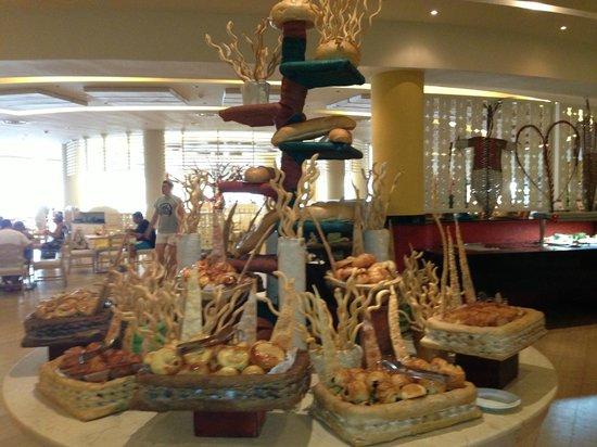 Barcelo Bavaro Palace: Dominican Buffet Restaurant