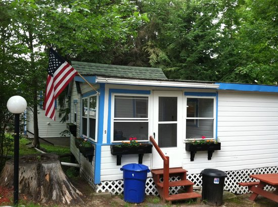 Weirs Beach Motel and Cottages: Cottage #9