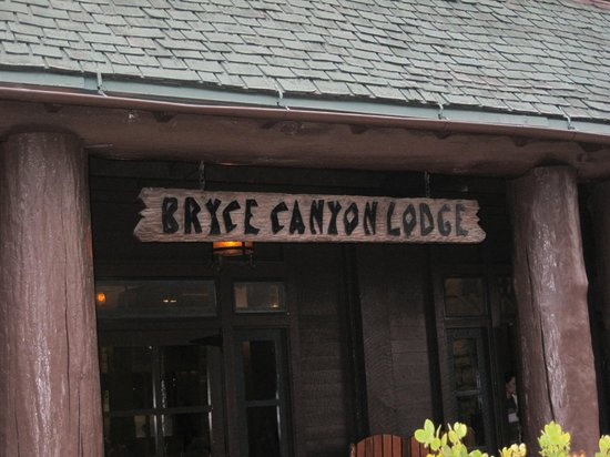 Bryce Canyon Lodge: Signage outside the lodge on the canyon side