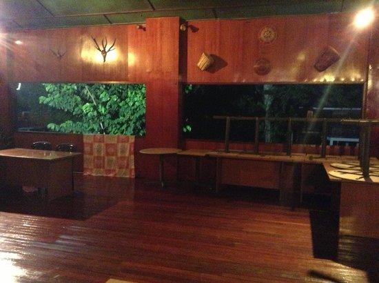 Benarat Inn: Dining area