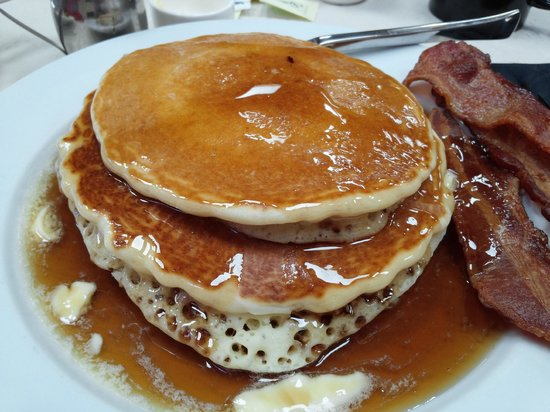 Crowne Plaza Concord: pancake breakfast at the Vineyard
